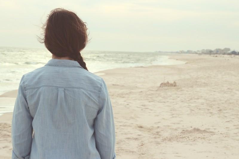 beach-sand-girl-wind