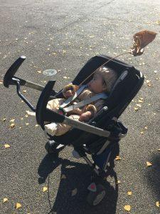 車から家へ赤ちゃんが眠ったまま移動できるトラベルシステム